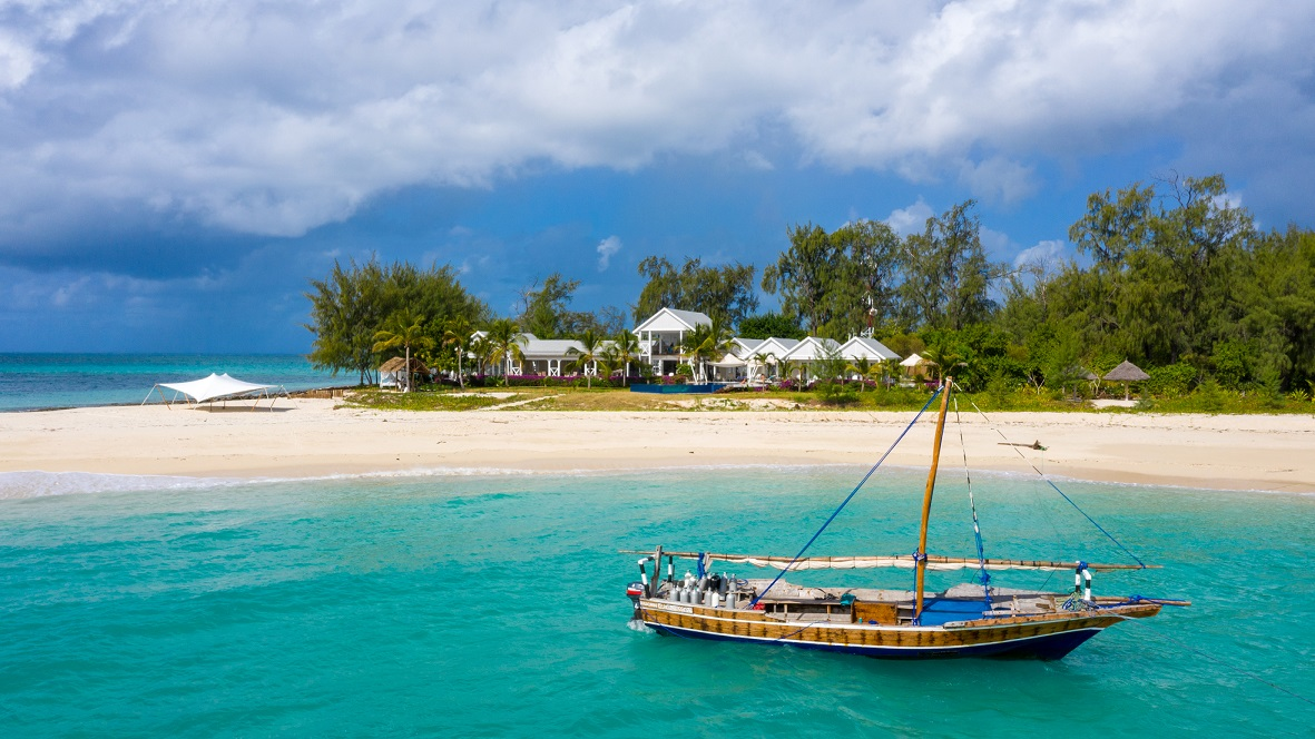 Tanz Thanda Private Island and dhow.jpg