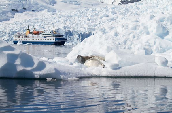 polar expedition ships background.jpg