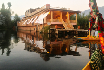 Floating Homes – The Houseboats of Kashmir lead.jpg