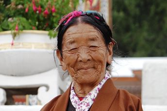 Asia - Bhutan - Thimphu - old lady photo2.jpg