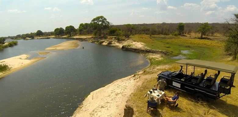 Zimbabwe - Zambezi Sands vehicle and picnic lunch - 8.jpg