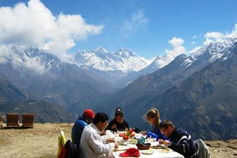 Nepal - Everest - Champagne breakfast.jpg