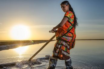India - SEWA - Salt farmers woman at sunset2.jpg