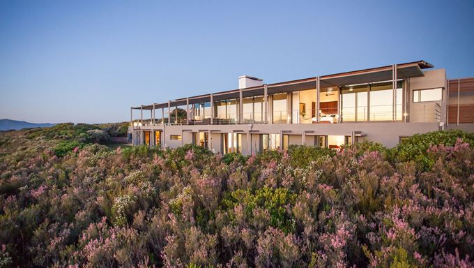 web-grootbos-accommodation-villa-exterior-05.jpg