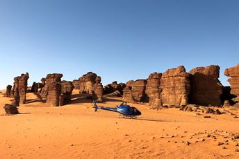 Chad - Ennedi massif heli safari - Tropic air.jpg